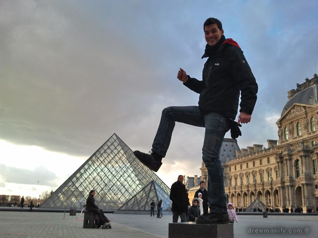 Louvre funny photo  theme position