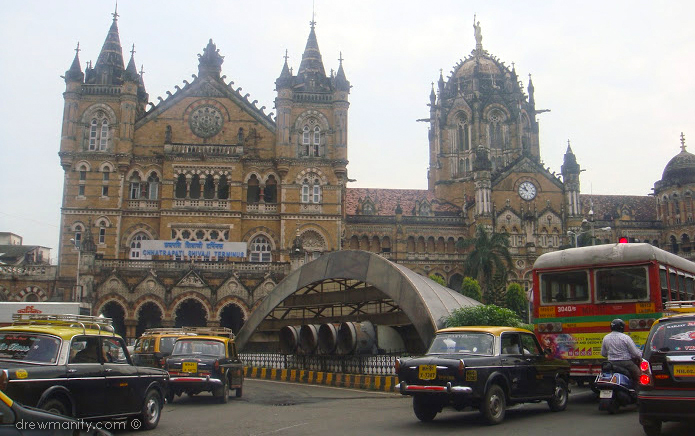 drewmanity-mumbai-india-train-station-no-tuktuk-only-taxis
