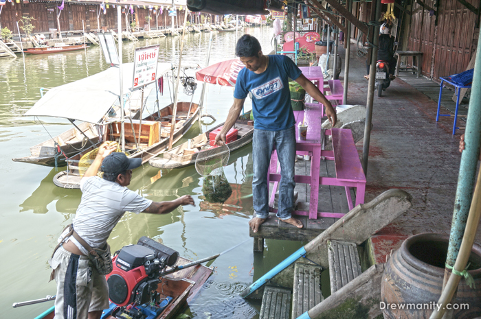 floating-market-thailand-seafood-drewmanity