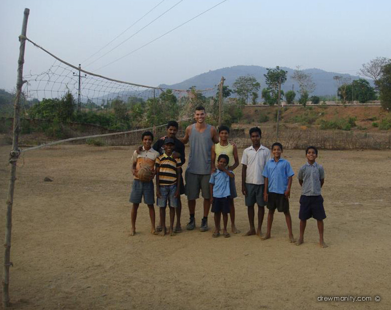 Drewmanity-India-kerala-volleyball-teaching-kids