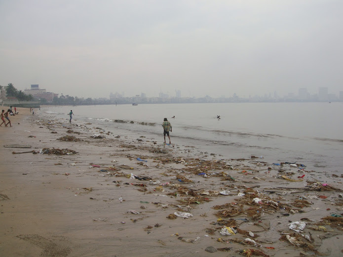 Drewmanity-India-mumbai-chowpatti-beach-trash