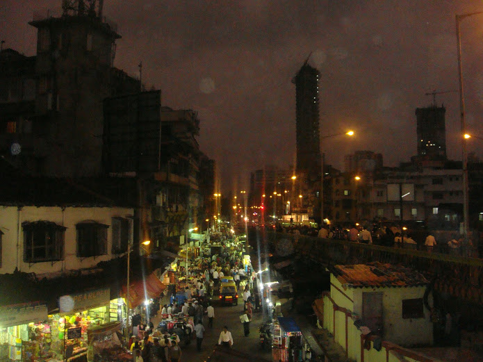Drewmanity-India-mumbai-night-market