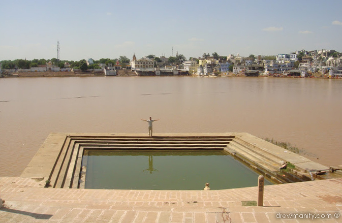 Drewmanity-pushkar-india-lake-ghats