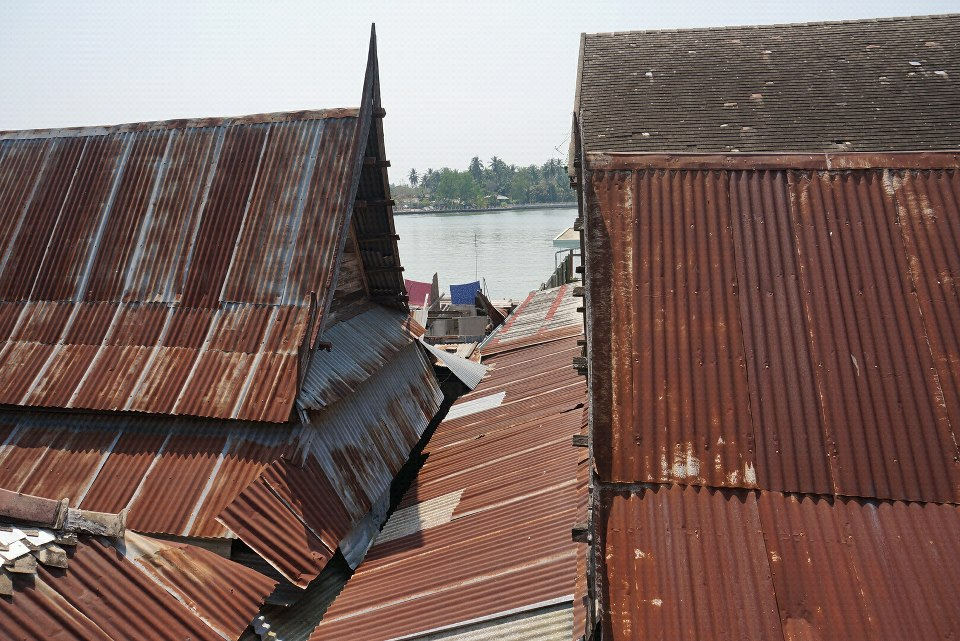 drewmanity-amphawa-thailand-morning-tin-roof