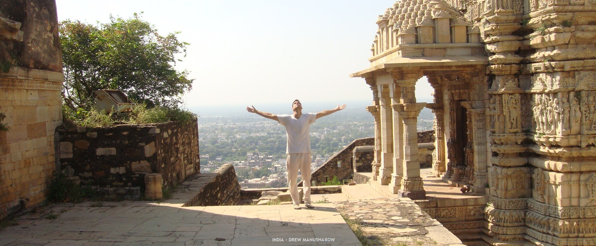drewmanity backpacker Chittorgarh Fort. meditation