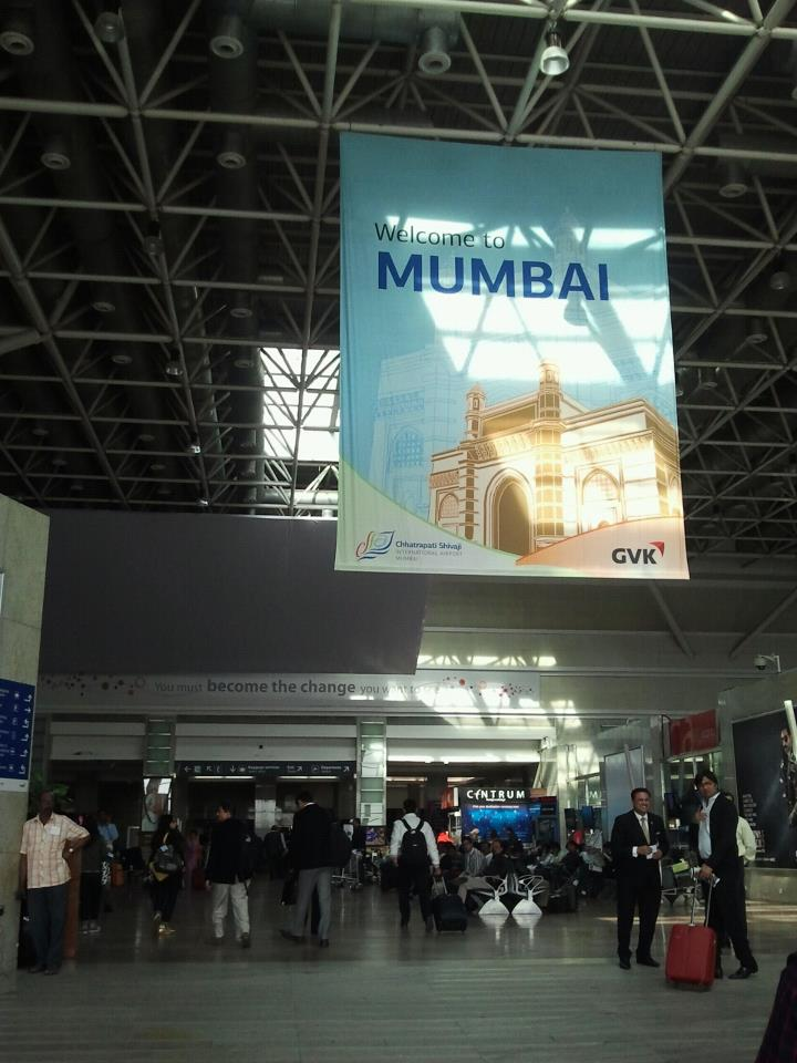 drewmanity-mumbai-airport-india-welcome
