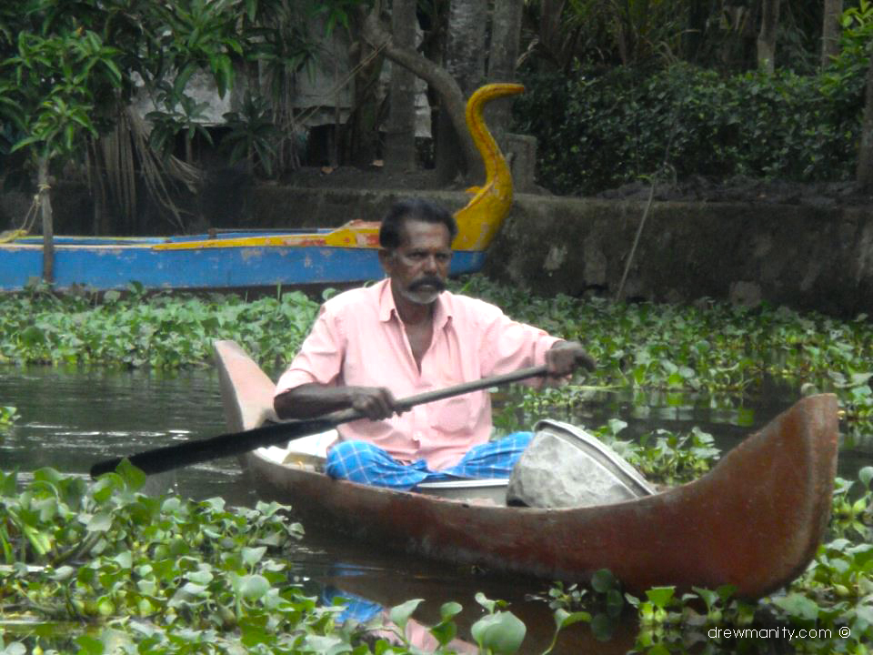 drewmanity.com-india-kerala-backwaters-boat-man-in-river
