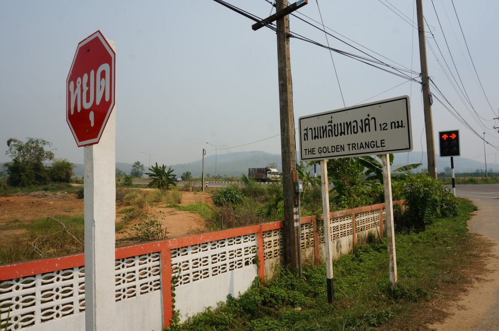 drewmanity.com-golden-triangle-motorbike-ride-thailand-sign thai stopsign