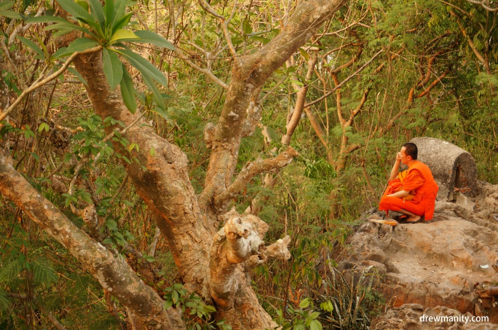 laos-monk-mountain-prayer-south-east-asia-backpacking-drewmanity.com,jpg