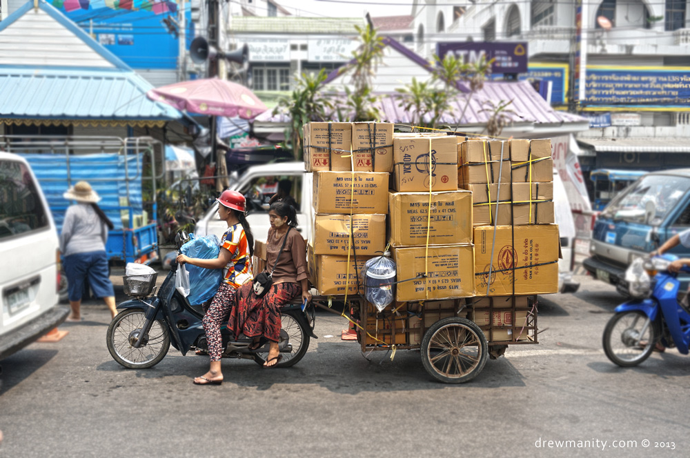 mae-sai-motorcycle-cargo-traffic